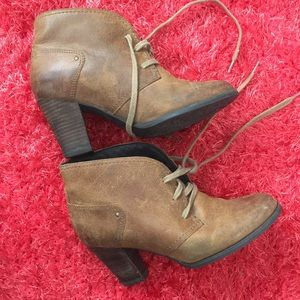 Clark's brown leather tie booties